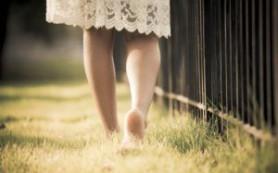 Ходьба босиком может помочь предотвратить травмы