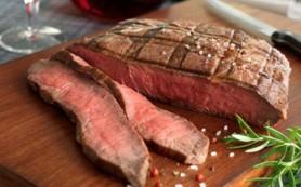 Употребление красного мяса может способствовать возникновению инсульта