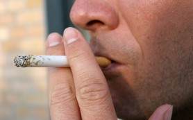 Курение связали с гибелью защищающих от рака бактерий