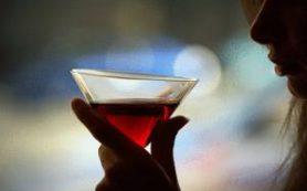 Злоупотребление алкоголем особенно опасно для женщин, показывают исследования