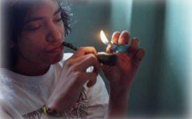 Курение марихуаны приводит к потере зубов