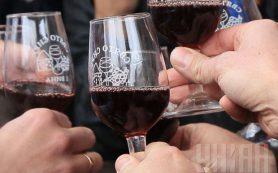 Красное вино защищает сосуды от негативных последствий курения