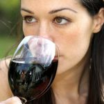 Алкоголь провоцирует опухоли груди