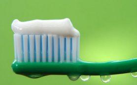 Зубные щетки копят в себе опасные вещества