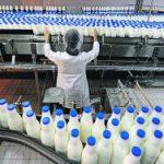 Минсельхоз позволил восстановленному молоку синеватый оттенок
