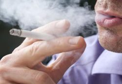 Пассивное курение гораздо больше вредит детям, чем думают родители