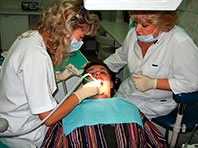 Эксперты научили зубы самостоятельно бороться с кариесом