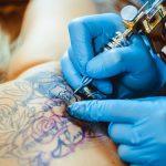 При ослабленном иммунитете татуировка может оказаться опасной