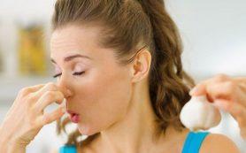 Как быстро избавиться от запаха чеснока и лука изо рта?