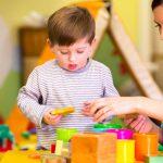 Как распознать аутизм у ребёнка. Причины заболевания