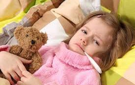 Многие родители применяет для детей научно необоснованные методы профилактики простуды