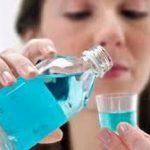 Медики рассказали, чем опасен ополаскиватель для рта