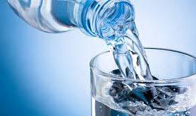 Недостаток употребления воды связали с лишним весом у детей