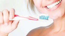Стоматологи посоветовали чистить зубы перед завтраком