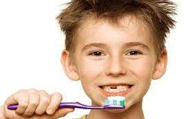 Дети используют слишком много пасты во время чистки зубов