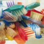 Эксперты рассказали, в чем вред зубных щеток