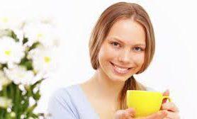 Против зубных болезней стоматологи рекомендуют отказаться от сладкой газировки и переключиться на чай