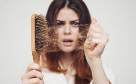 Почему после родов выпадают волосы?