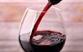 Красное вино способно заменить стоматологов