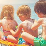 Компоненты солнцезащитных кремов и лосьонов способны проникать в кровь