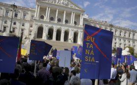 Парламент Португалии узаконил эвтаназию