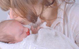 Ученые сомневаются в необходимости изоляции новорожденных от матерей с COVID-19