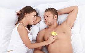 Мужчина отказывается от презерватива