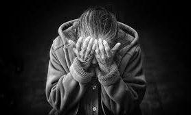 «Опять ключи куда-то делись»: характерные «звоночки» деменции