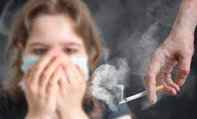 Пассивное курение связали с риском ревматоидного артрита у женщин