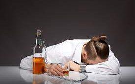 Неврологи предложили уникальный метод терапии алкогольной зависимости
